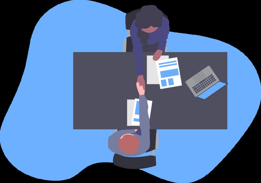 duas pessoas apertando as mãos em uma mesa com um notebook em cima e alguns papeis.