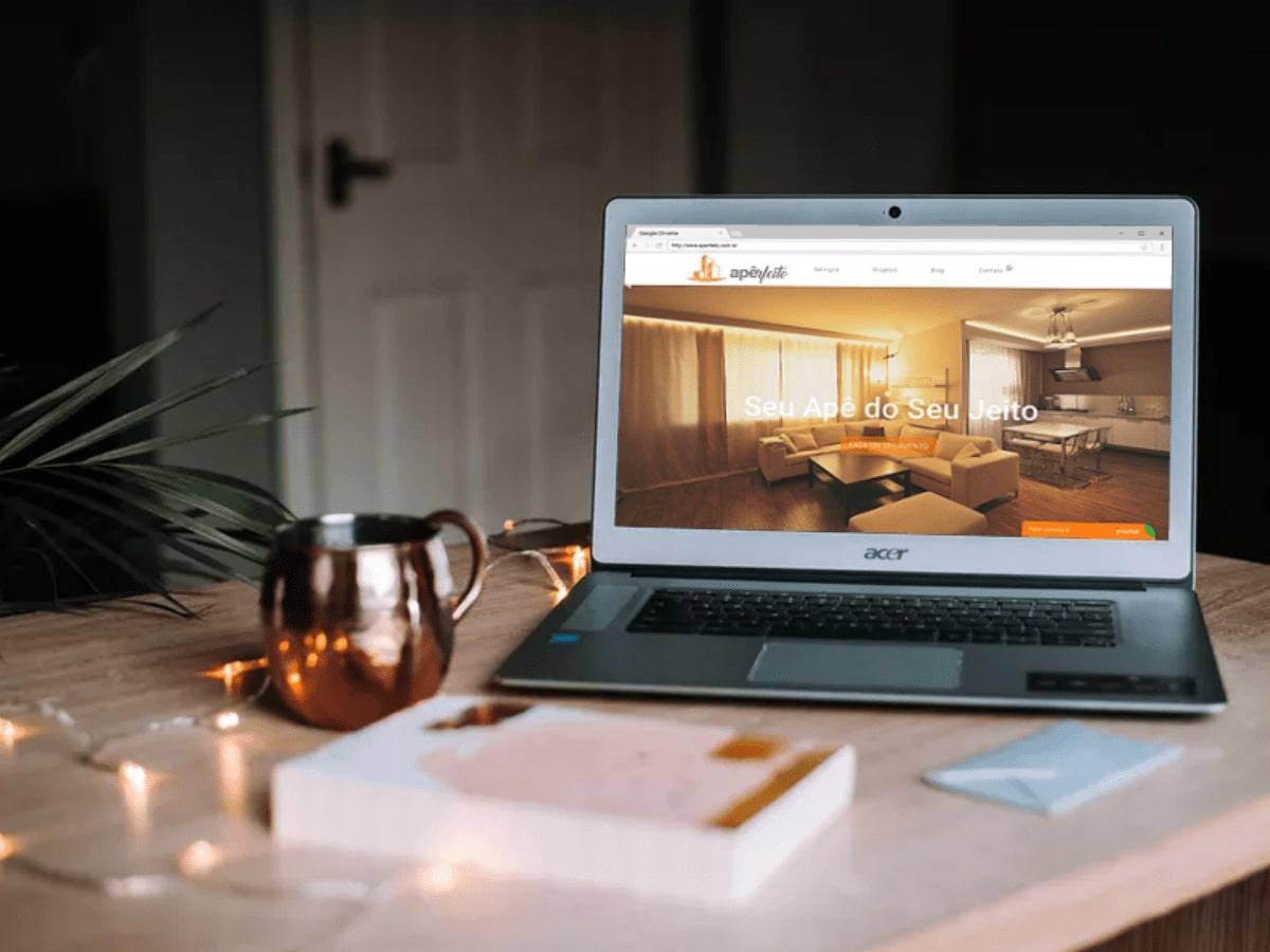 Computador mostrando um site responsivo desenvolvido por agência de marketing digital
