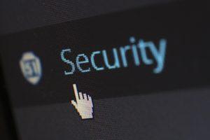 Tela de computador com o cursor parado na palavra security